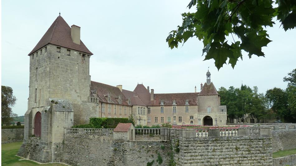 Schloss des Dorfes Epoisses