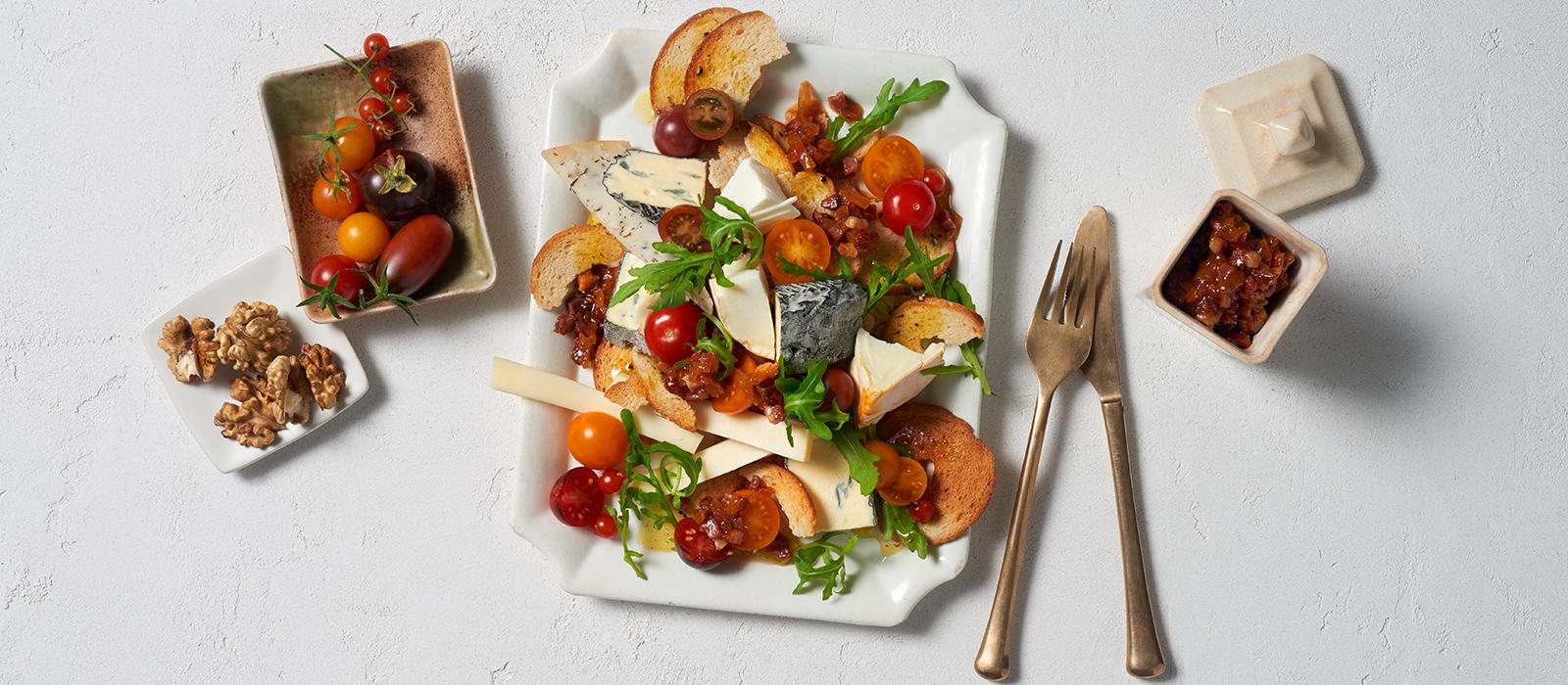 Käse-Brotsalat mit Speck-Vinaigrette