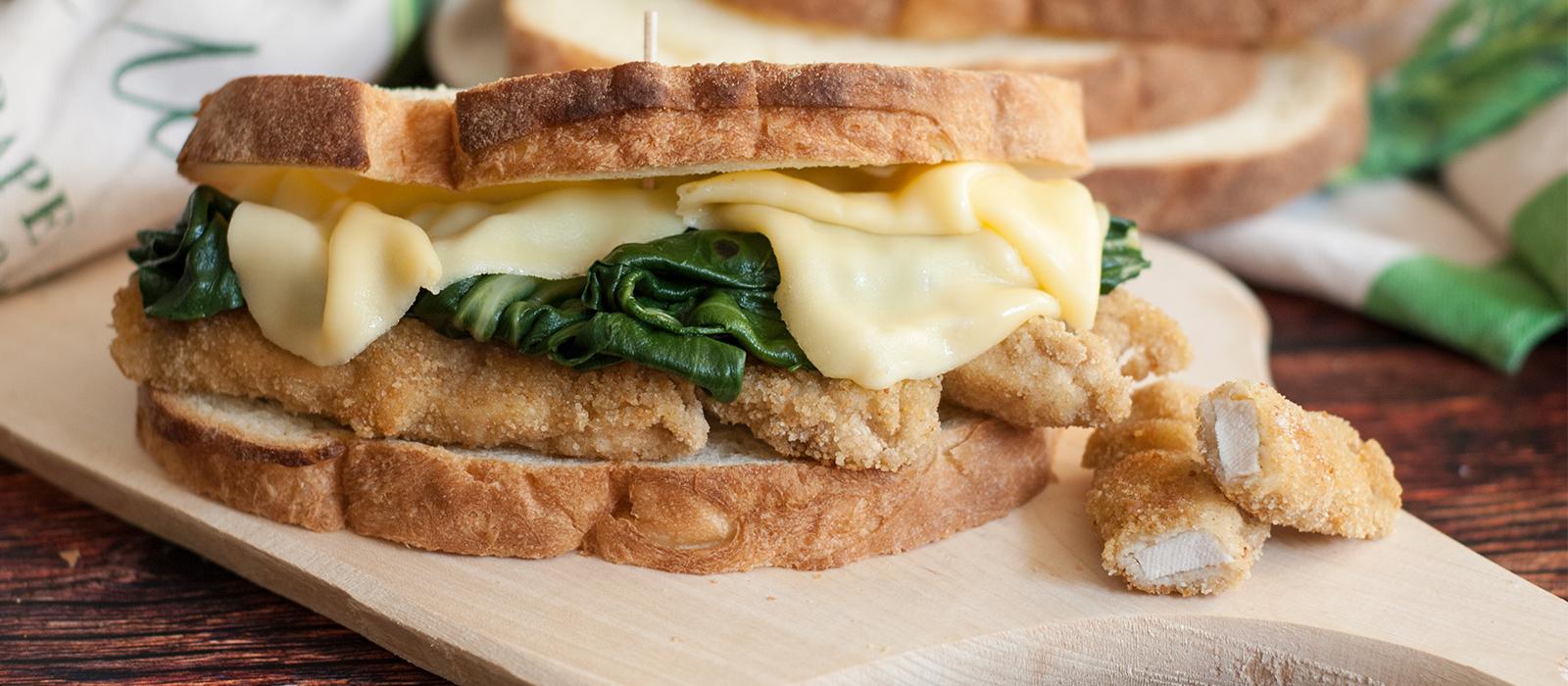 Rezept für Käse-Sandwich mit Hähnchen und Mangold
