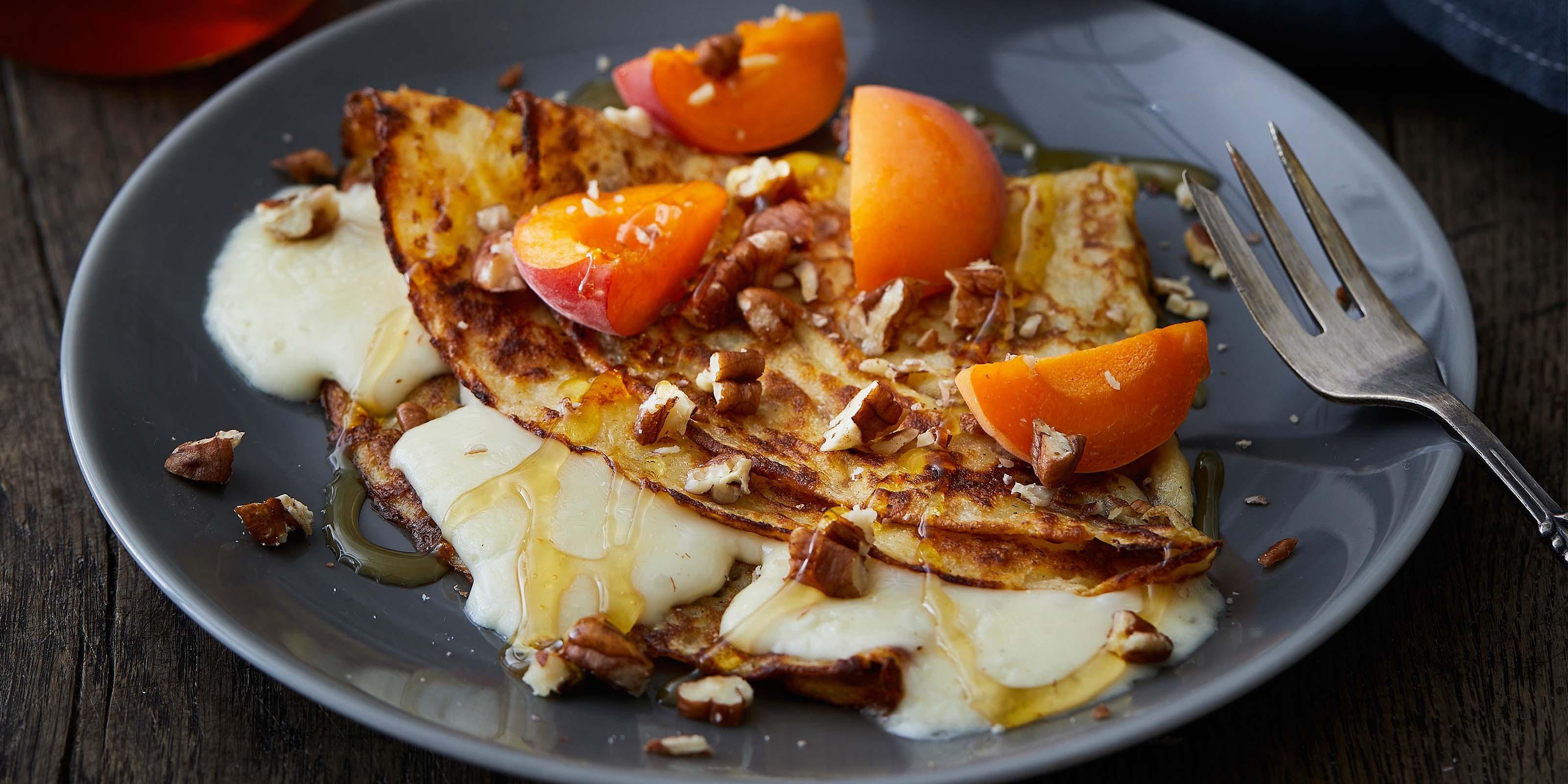 Gefüllte Pfannkuchen mit Chaumes und Honig - immer ein Genuss