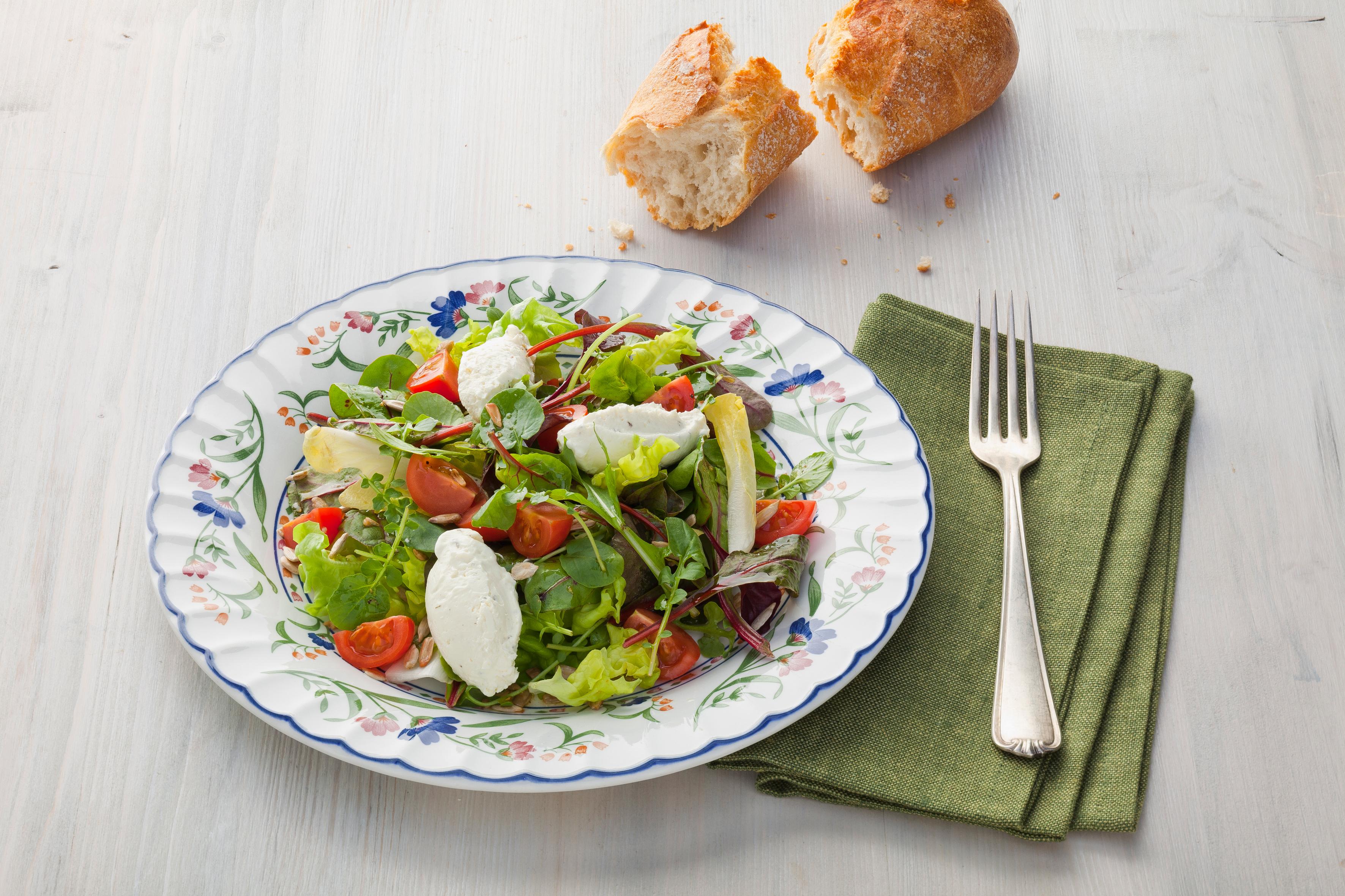 Wildkräutersalat mit Bresso-Nocken - genussvoll kochen