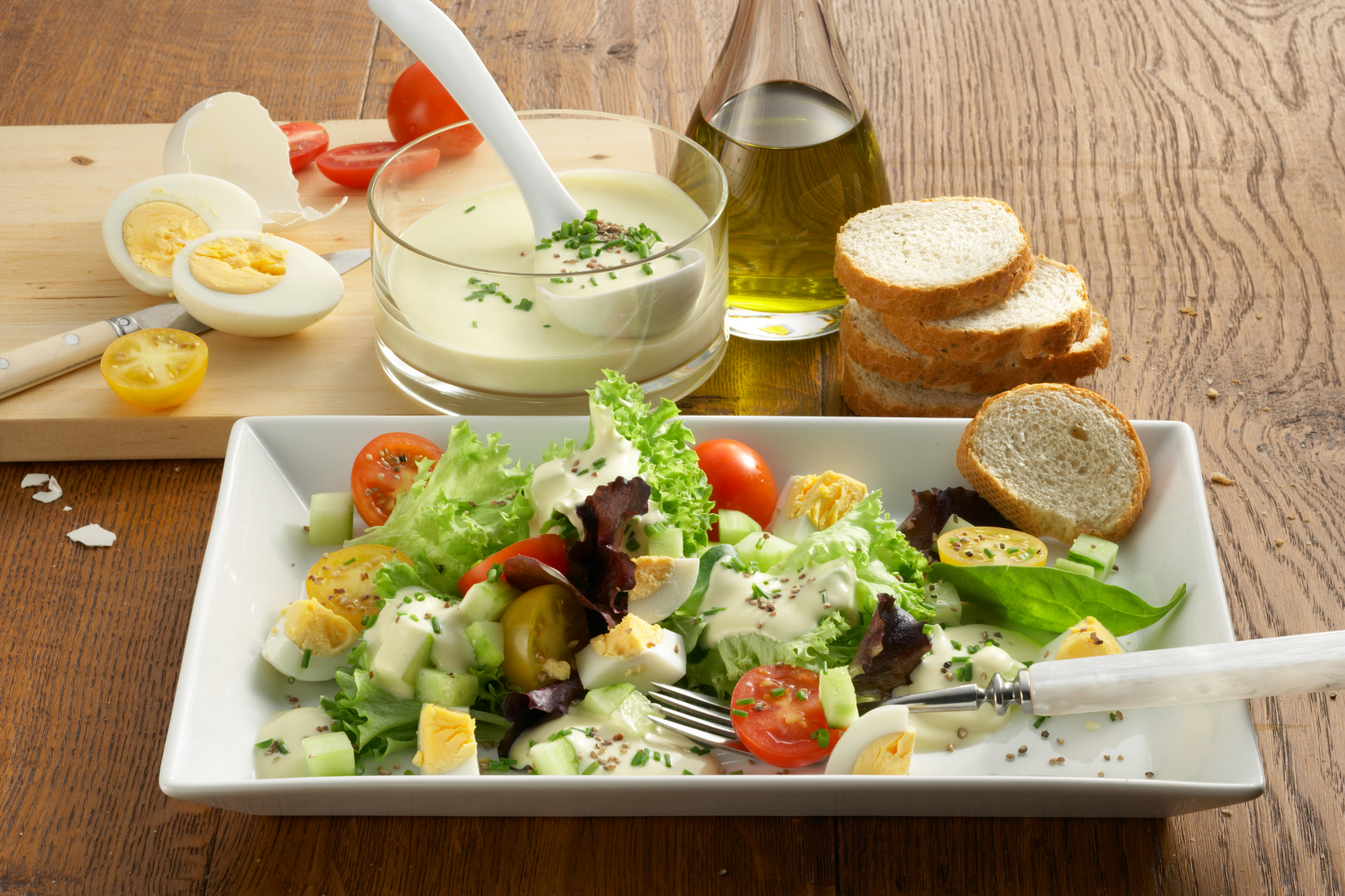 Bunter Salat mit Käse-Dressing - leckere Rezeptidee