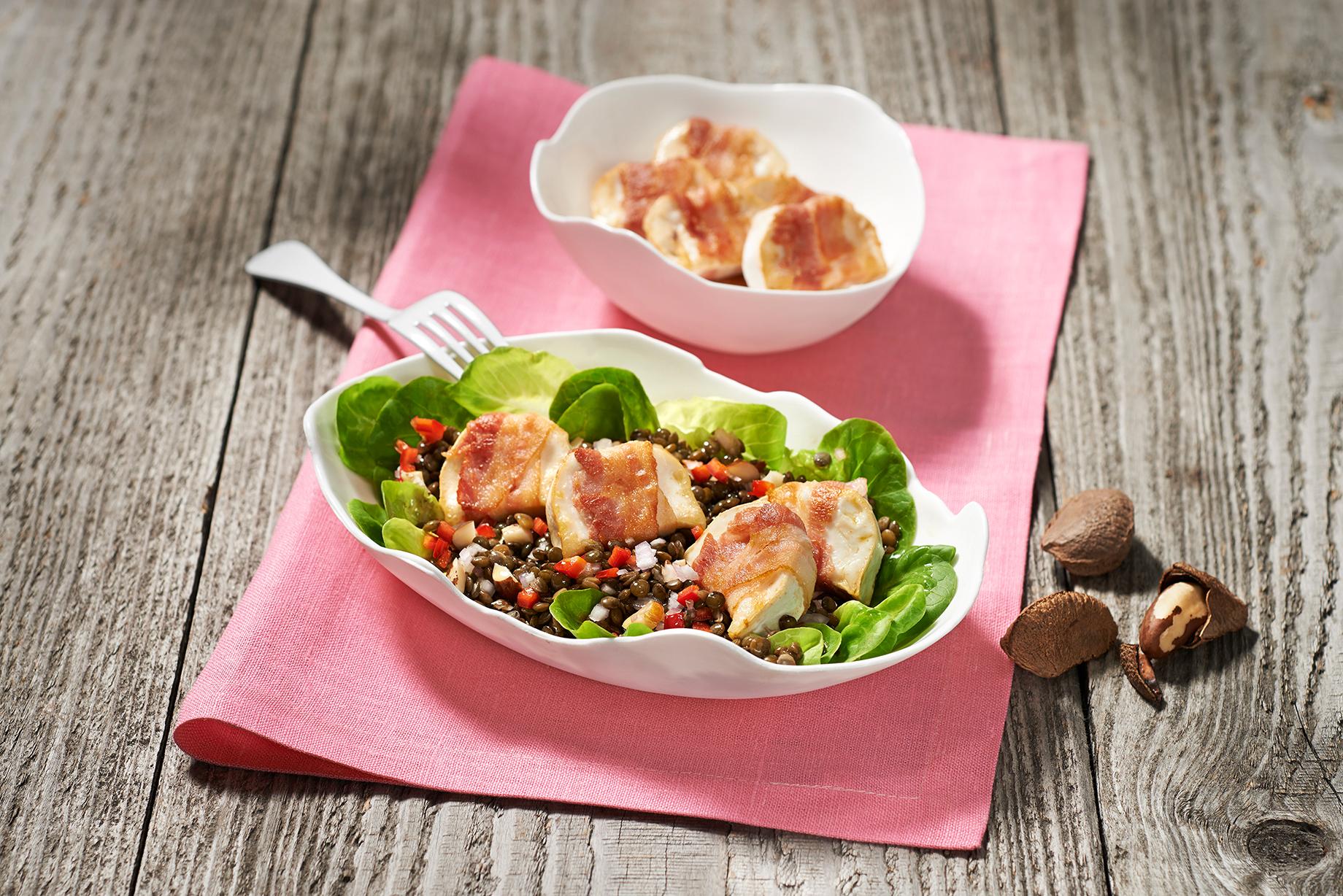 Französischer Puy-Linsen Salat mit Ziegenkäse im Speckmantel