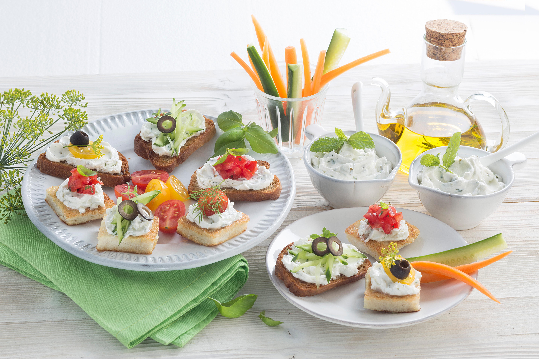 Mediterraner Kräuter-Dip für Gemüse-Sticks, Baguette und Kartoffeln