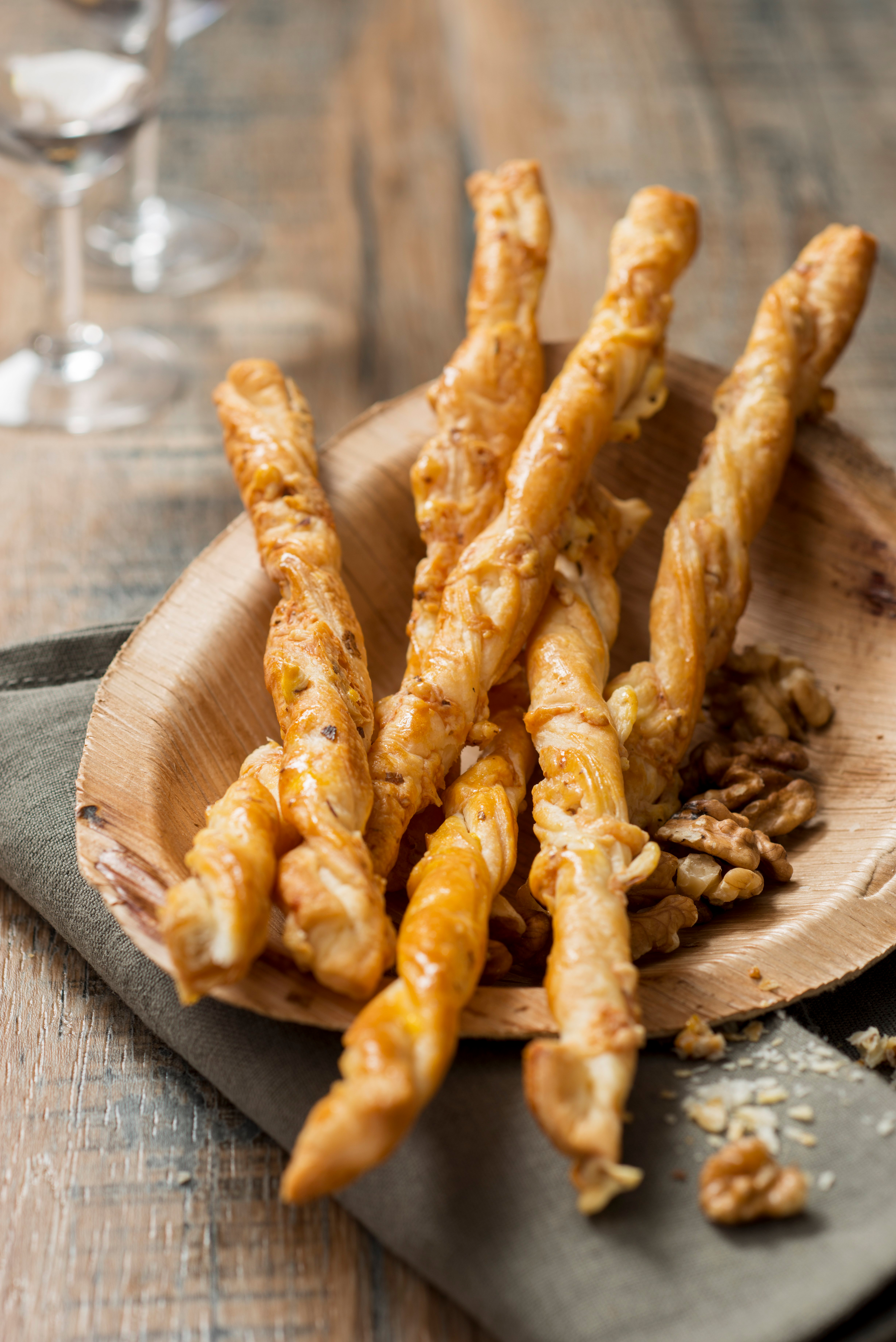 Idealer Snack: Blätterteig Käsestangen.