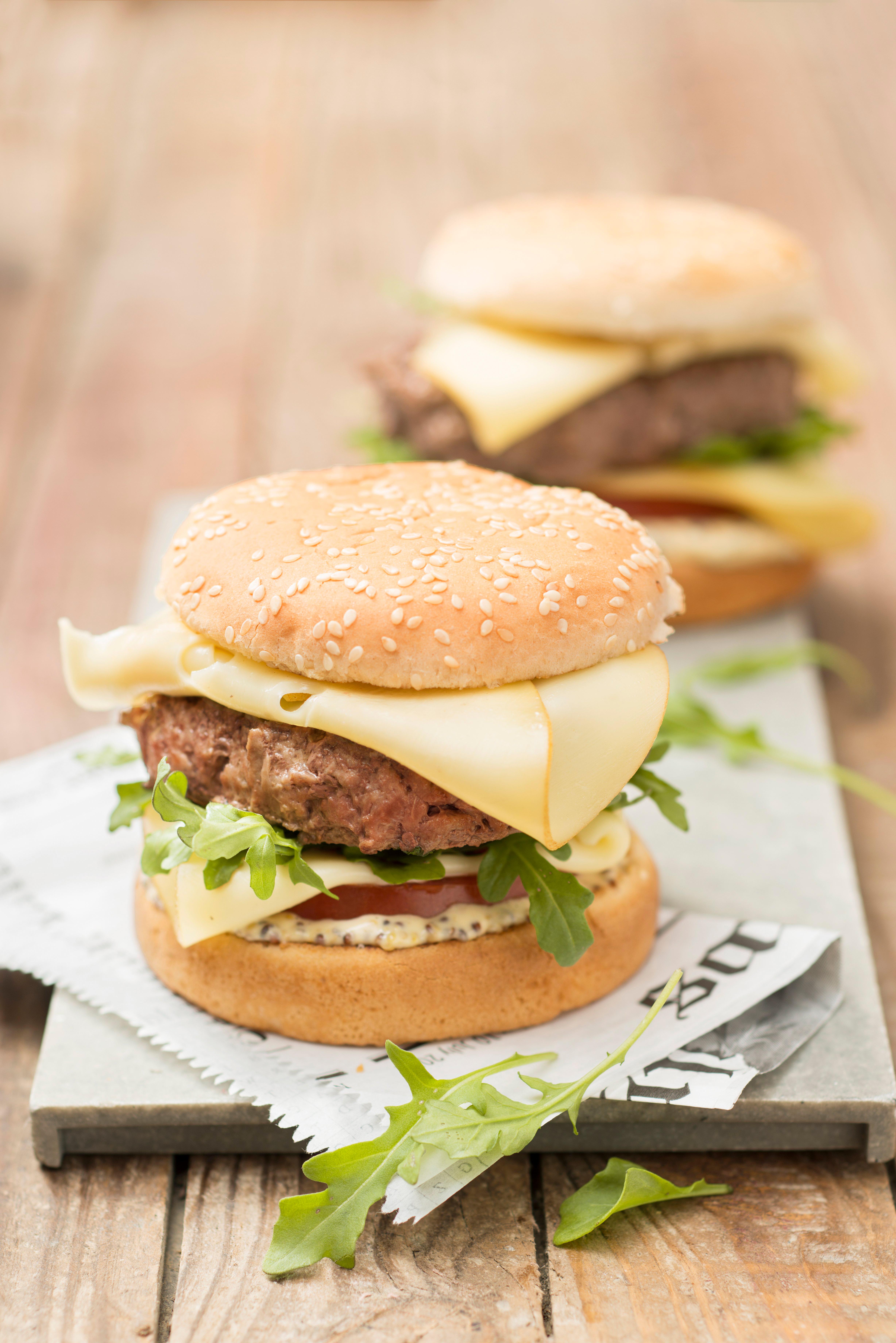 Mediterraner Rucola Burger mit himmlischer Honig-Mayonnaise