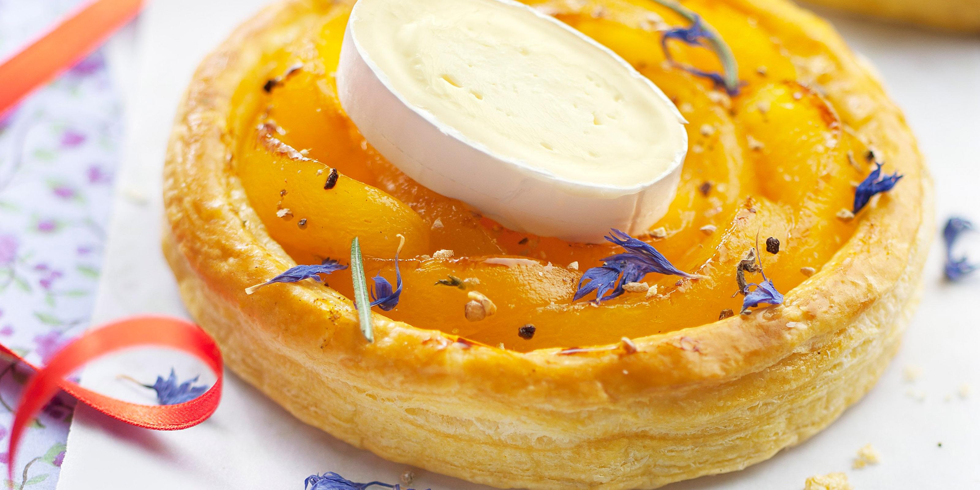 Rezept für fruchtige Aprikosen-Tartelettes mit Käse
