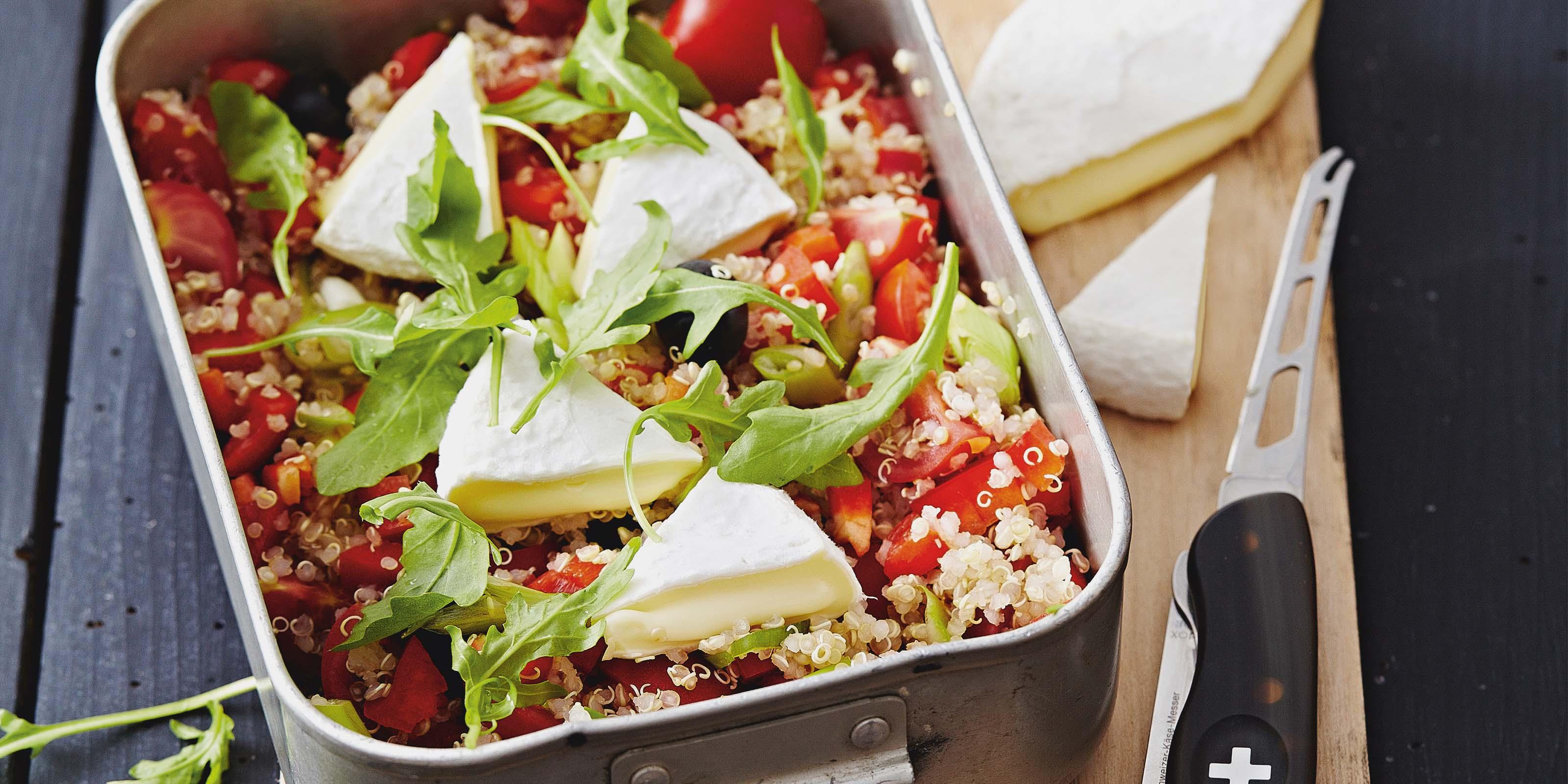 Quinoa-Salat mit Kirschtomaten, Rucola und Tomme Vaudoise