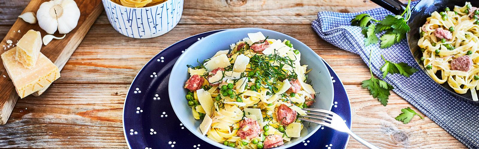 Tagliatelle mit Salsiccia, Erbsen und Grana Padano
